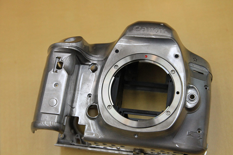 Canon_EOS_5D_Mark_III_chassis-950px
